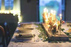 table: flowers, candles and green Base Natural, Navidad Diy, Table Flowers, Christmas Centerpieces, Rustic Charm, Beautiful Christmas, Event Design, Wedding Designs, A Table