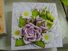Multiflores - galeria de fotos - M U L T I F L O R E S Clay Art, Tableware, Artificial Flowers, Wine Decanter, Wonderful Flowers, Decorated Boxes, Floral Motif, Paper Crafting, Creative Crafts