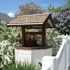Wouldn't you love to throw a penny into this Gorgeous {Garden} Wishing Well!