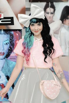Dude I used to have a boyfriend, and he hated Melanie Martinez. So almost each time I texted him, I would spam with Melanie Martinez photos and lyrics Pretty People, Beautiful People, Melanie Martinez Style, Thing 1, Kawaii, Cry Baby, Rwby, Her Style, Her Hair