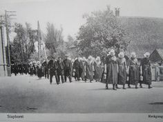 Kerkgang in Staphorst, ca. 1915