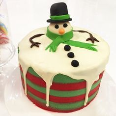Christmas Cupcake Cake, Christmas Cake Designs, Christmas Cake Decorations, Christmas Cakes, Christmas Goodies, Christmas Desserts, Snowman Cake, Cake Decorating Piping, Melted Snowman
