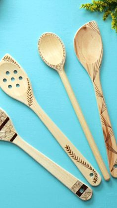 Pyrography on wooden spoon wood burning for beginners crafts Wood Burn crafts and signs burning crafts burning crafts diy burning crafts easy burning crafts for beginners burning crafts for be Wood Burning Tips, Wood Burning Crafts, Wood Burning Patterns, Wood Crafts, Diy Arts And Crafts, Easy Crafts, Diy Craft Projects, Bois Diy, Wood Spoon