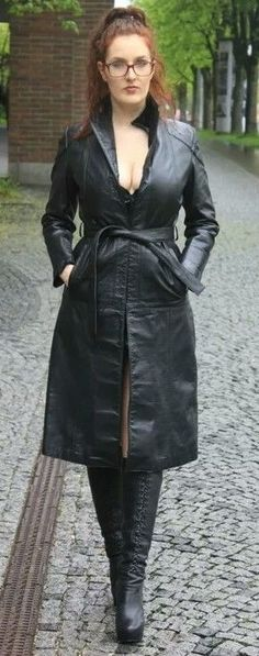Long Leather Coat, Leather Skirt, Leder Outfits, Rain Wear, Trench Coats, Vintage Leather, Mistress, Classic Style, Beast