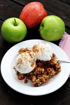 This Insta pot apple crisp is such a fast and tasty dessert. It comes together so quickly and tastes fabulous. You can make it in less than 30 minutes.