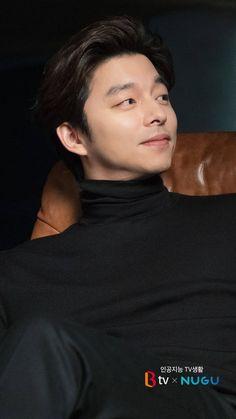 Nothing is better than a handsome asian guy in a black turtle neck. Korean Men, Asian Men, Asian Guys, Asian Actors, Korean Actors, Goblin Korean Drama, Goblin Gong Yoo, Yoo Gong, Gong Yoo Smile