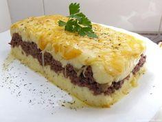 Cómo hacer pastel de carne y puré al queso. El pastel de carne es una receta muy conocida que se prepara con carne picada y puré de patatas. Esta receta tiene muchas variantes, en función de la carne que se use, pero cualquiera resultará delici...