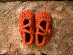 *Baby Maryjanes 6-12 months*    Hand-Made with 60% wool - 40% acrylic yarn blend, these cute slippers will keep the tiny feet warm and give a fancy
