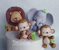 "Mica Lertora on Instagram: ""Un poquito de selva!"" Cute Polymer Clay, Cute Clay, Diy Clay, Clay Crafts, Fondant Figures Tutorial, Cake Topper Tutorial, Fondant Toppers, Jungle Safari Cake, Safari Cakes"