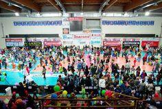 L'Associazione CARIMA (dipendenti ed ex dipendenti della Cassa di risparmio della provincia di Macerata) ha festeggiato al palazzetto dello sport di Fonte Scodella il carnevale dei bambini, da oltre venti anni un appuntamento di successo per i soci, i loro famigliari, i loro amici. Oltre 600 i bamb