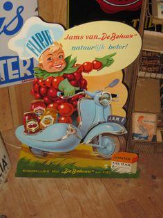 Vintage Stuff and Antique Designs Retro Advertising, Advertising Poster, Vintage Advertisements, Vintage Labels, Vintage Ads, Sweet Memories, Childhood Memories, Magazine Design, Poster Art