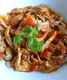 La Tinga Poblana es un platillo típico mexicano elaborado con carne deshebrada en una salsa de jitomate, con chorizo y un ligero sabor a chipotle. Sirve con Tortillas Milpa Real y disfruta a la hora de la comida o en una taquiza familiar.