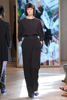 The complete Max Mara Resort 2016 fashion show now on Vogue Runway. Spring  Summer 2016 035feac7b75fa