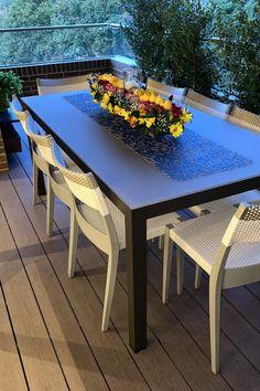 Acabados: superficie en vidrio mate y aluminio Mocca en su estructura Mocca, Outdoor Furniture Sets, Outdoor Decor, Design, Home Decor, Frosted Glass, Dining Rooms, Terrace, Mesas