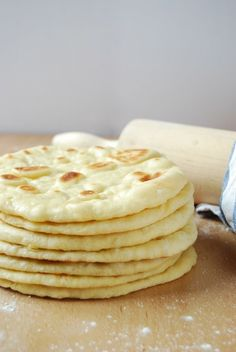 If you like buns you can't miss these naan Hindu bread that you can make both in the pan and in Naan, Ciabatta, Brunch, Cooking Bread, Cooking Recipes, Pan Hindu, Salty Foods, Pan Dulce, Pan Bread