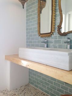 17 Ideas Bathroom Spa Decor Renovation For 2019 Spa Bathroom Decor, Bohemian Bathroom, Modern Bathroom Design, Bathroom Furniture, Ideal Bathrooms, Yellow Bathrooms, Beach Interior Design, Home Interior, Azulejos Diy