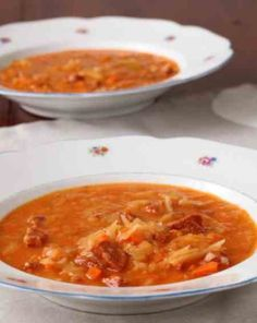 Slovak cabbage soup with smoked pork and sausages Red Pepper Soup, Stuffed Pepper Soup, Stuffed Peppers, Cabbage Soup Recipes, Chili Recipes, Yummy Recipes, Recipies, Slovenian Food, Chili Soup