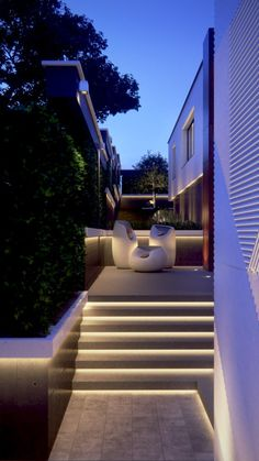 Modern Chandeliers decided to show you some patio lighting ideas that will help you be prepared for the summer nights Facade Lighting, Exterior Lighting, Backyard Lighting, Outdoor Lighting, Lighting Ideas, Landscape Stairs, Escalier Design, Landscape Lighting Design, Outdoor Stairs