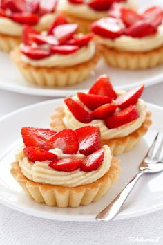Tartlets with  Patissier Cream and strawberries