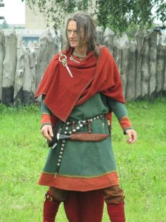 woolen cloth 170 cm x 130 cm. Anglo Saxon Clothing, Viking Clothing, Clothing Items, Viking Reenactment, Viking Costume, Viking Tent, Period Outfit, Viking Age, Historical Costume