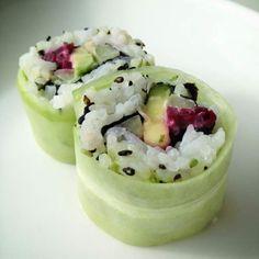 Vegetarische sushi: Avocado, komkommer, lenteui en rode biet!