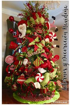 Best diy christmas tree themes Ideas The little attention to the absolute most passionate party of the year Eieiei, the Christmas celebra Elf Christmas Tree, Grinch Christmas Decorations, Creative Christmas Trees, Christmas Tree Design, Whimsical Christmas, Holiday Tree, Christmas Tree Toppers, Christmas Wreaths, Christmas Crafts
