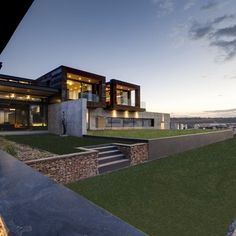 House resembling a bush lodge