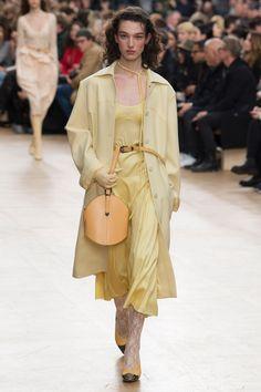Nina Ricci Fall 2017 Ready-to-Wear Fashion Show - McKenna Hellam