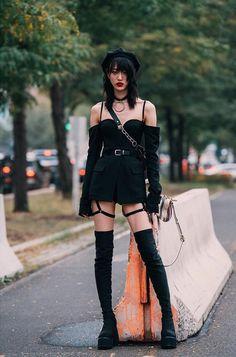 Korean Street Fashion, Tokyo Street Fashion, Asian Street Style, New York Fashion Week Street Style, Japan Fashion, Street Styles, Grunge Outfits, Grunge Fashion, Gothic Fashion