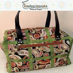 Frasqueira Daura http://marizamorato.com.br/produto/frasqueira-daura/ (11) 99655 9145 Também para ser usada como bolsa.