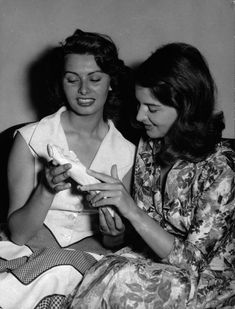 Sophia Loren with her sister, Maria Star Wars, World Most Beautiful Woman, Bad Picture, Italian Actress, Classic Actresses, Ageless Beauty, Sophia Loren, Best Actress, Woman Crush