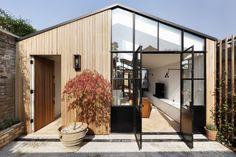 Une petite maison d'architecte et sa cour - PLANETE DECO a homes world
