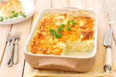 Osoby dbające o zdrowie, które chcą zawierać w swojej diecie w większości warzywa i owoce, wcale nie muszą ograniczać się do chrupania marchewki 😉 Dietetyczna lasagne z cukinii to niezwykle proste, szybkie, a jednocześnie przepyszne danie. Wystarczy udusić warzywa, zapiec je w naczyniu żaroodpornym, i już – można zajadać! Nasza dietetyczna lasagne z cukinii to wersja light tradycyjnego przepisu. Jest …
