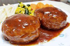 絶品ハンバーグレシピで人気No.1の簡単な作り方。美味しいジューシーな肉汁をしっかりと閉じ込める7つの方法 | ももねいろ Hamburger Recipes, Baked Potato, Baking, Ethnic Recipes, Food, Gourmet, Firs, Burger Recipes, Bakken
