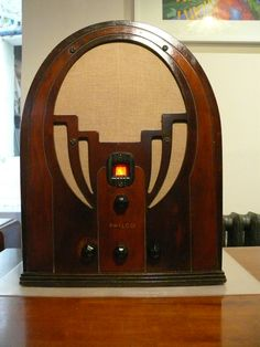1935 Philco model 60B Bluetooth radio with FM and Aux inputs. Cathedral style…