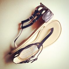 """Cleopatra"" Antimonio-Negro hechas en piel de cabra #sandals #womenshoes #altaatelier #shoponline www.kichink.com/stores/altaatelier-store"