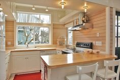 White washed pine walls with white trim Knotty Pine Decor, Knotty Pine Walls, Knotty Pine Kitchen, Cottage Design, House Design, White Washed Pine, Cabin Kitchens, White Kitchens, White Trim