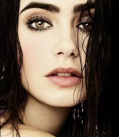 Lily Collins: her makeup is flawless!