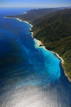 Milford Sound coast, fjord SW NZ South Island, Fiordland National Park, Piopiotahi Marine Reserve, and the Te Wahipounamu World Heritage site • http://en.wikipedia.org/wiki/Milford_Sound