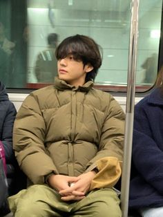 Taehyung on the subway Jungkook ★ BTS Weverse 200111 Taehyung Selca, Jhope, Yoongi Bts, Hoseok Bts, Daegu, Foto Bts, K Pop, Bts Boyfriend, Sunshine Line