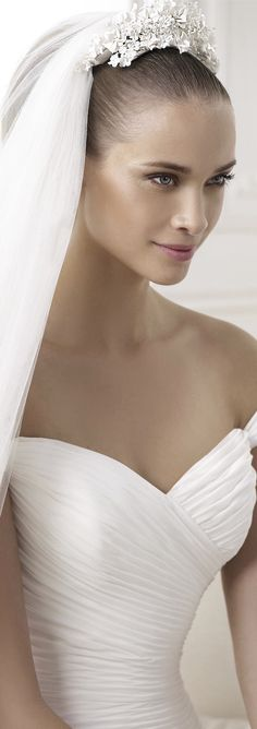 PRONOVIAS 2015 Fashion and Atelier Bridal Collection  - wedding dress - mariage - matrimonio - numariage - matrimonio - nupcial - vestido de novia - boda - lace - encaje