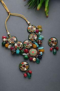 Classic Bridal Pearl Necklace, Bracelet & Earring, Wedding Jewellery Set made with CRYSTALLIZED™ - Swarovski Elements - Custom Jewelry Ideas Indian Jewelry Earrings, Indian Jewelry Sets, Jewelry Design Earrings, Necklace Designs, Wedding Jewelry, Beaded Necklaces, Beaded Jewelry, Handmade Jewelry, Antique Jewellery Designs