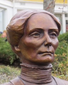 A bust of Fernanda Nissen, a unique Norwegian woman born in 1862. She accomplished lots of important things for women. You find the bust in Kragerø.