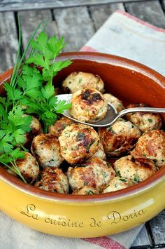 Veal meatballs with herbs - Doria& cuisine - Veal meatballs with herbs – Doria& cuisine - Healthy Salmon Recipes, Good Healthy Recipes, Healthy Snacks, Veal Recipes, No Salt Recipes, Fish And Meat, Doria, Easy Meals, Spaghetti