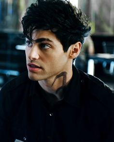 Alec lightwood (matthew daddario) - Shadowhunters: The Mortal Instruments series Isabelle Lightwood, Jace Lightwood, Cassandra Clare, Shadowhunters Cast, Shadowhunters The Mortal Instruments, Matthew Daddario Shadowhunters, Alec Lightwood Aesthetic, Shadowhunter Alec, Alec And Jace
