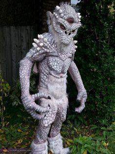 Un troll tout nus un travail de peinture passionnant  Skyrim Frost Troll - 2014 Halloween Costume Contest via @costume_works