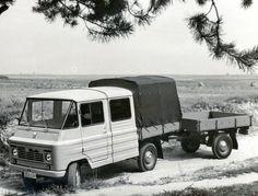 W 1972 r. zadebiutowała nowa odmiana Żuka-A16 do przewozu 5 osób i 550 kg ładunku, a przyczepa miała ładowność 400 kg. Zestaw ten opracowano zgodnie z rządowymi wytycznymi   dostarczenia rolnictwu środków transportu. Car Polish, Eastern Europe, Cars And Motorcycles, Recreational Vehicles, Classic Cars, Trucks, Family Garden, Lego, Vintage