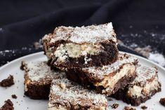 Einfaches Rezept für saftig, schokoladige Brownies im Stil von Bounty, also mit Kokos Füllung. Stellt euch einfach einen großen viel saftigeren Bounty Riegel vor, so ungefähr, nur noch viel besser schmecken diese Bounty Brownies.