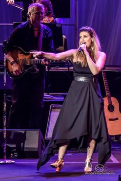 """I call a lot of things my """"favorite thing,"""" but Idina Menzel on tour might actually BE my favorite thing."""