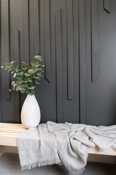 Wall Texture Design, Feature Wall Design, Wood Slat Wall, Wood Panel Walls, Modern Wall Paneling, Panelling, Flur Design, Accent Wall Designs, Wall Molding
